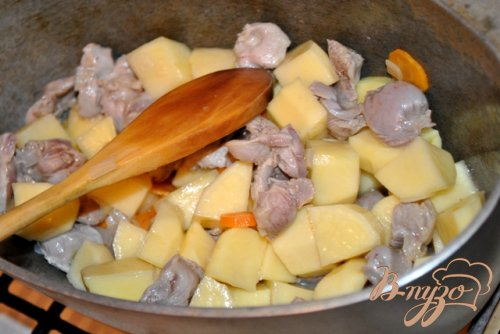 Картофель тушеный с баклажанами и болгарским перцем