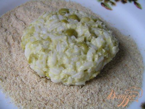 Рисовые котлетки с зеленым горошком
