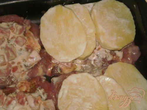 Мясо запеченное в духовке с картофелем