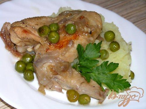 Курица, тушеная в мартини с зеленым горошком