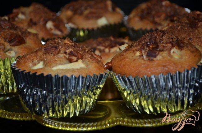 Фото приготовление рецепта: Яблочные маффины шаг №5