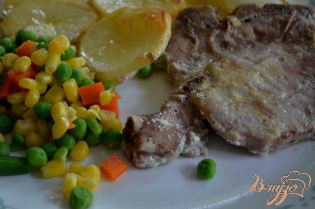 фото рецепта: Тушеные свиные отбивные с овощами на молоке