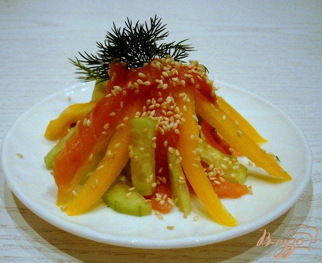 Фото приготовление рецепта: Салат из сёмги холодного копчения шаг №7