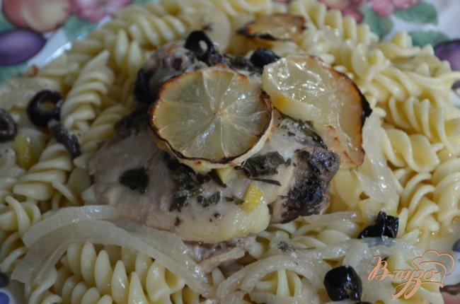 Фото приготовление рецепта: Курица с оливками и лимоном шаг №3