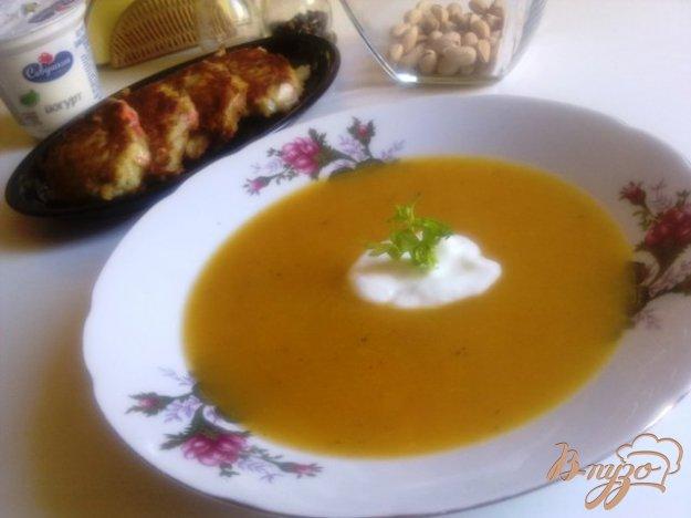 фото рецепта: Суп-пюре из тыквы с сельдереем.