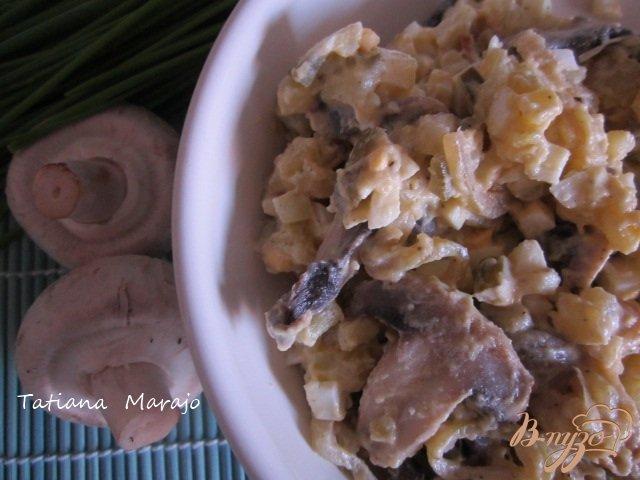 Фото приготовление рецепта: Картофельный салат с грибами шаг №4