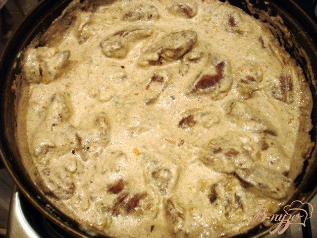 Фото приготовление рецепта: Печень по-строгановски шаг №5