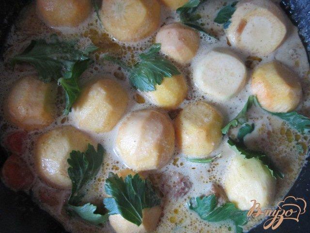 Фото приготовление рецепта: Свинина тушеная с овощами шаг №5