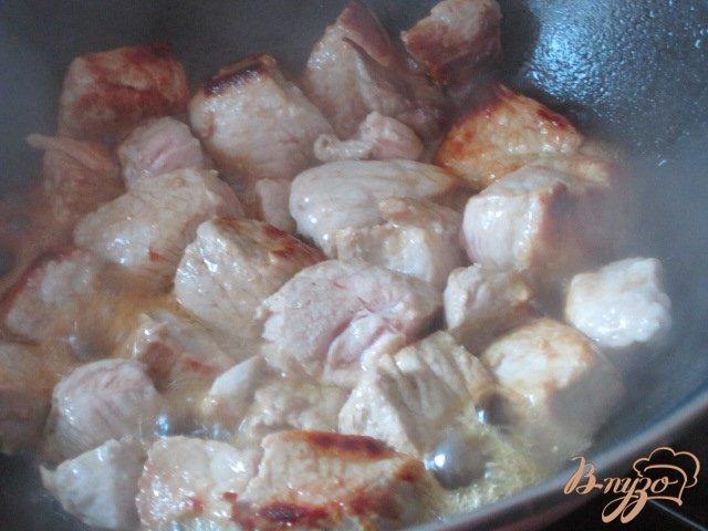 Фото приготовление рецепта: Свинина тушеная с овощами шаг №1