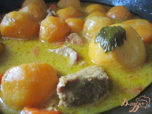 Фото приготовление рецепта: Свинина тушеная с овощами шаг №6