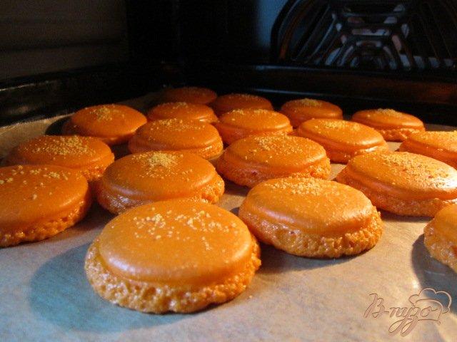 Фото приготовление рецепта: Апельсиновые макарон с шоколадным ганашем шаг №6