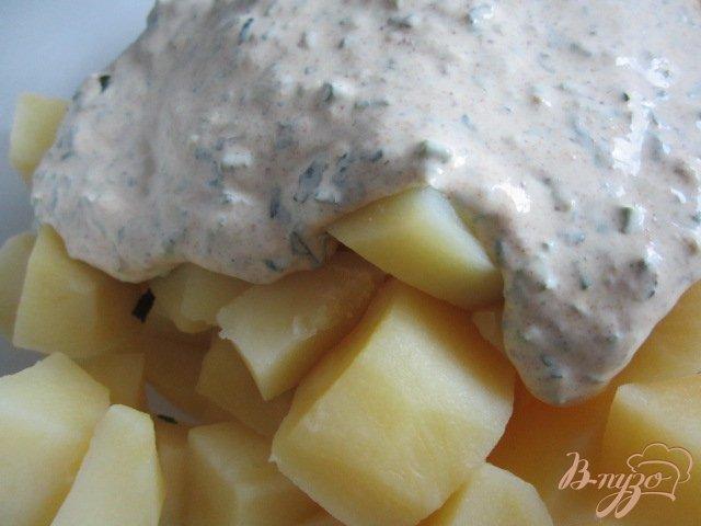 Фото приготовление рецепта: Теплый картофельный салат шаг №4