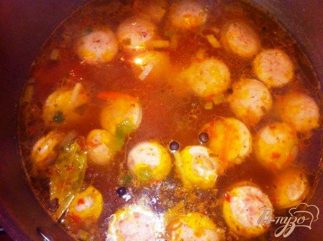 Фото приготовление рецепта: Суп с белой колбасой шаг №6