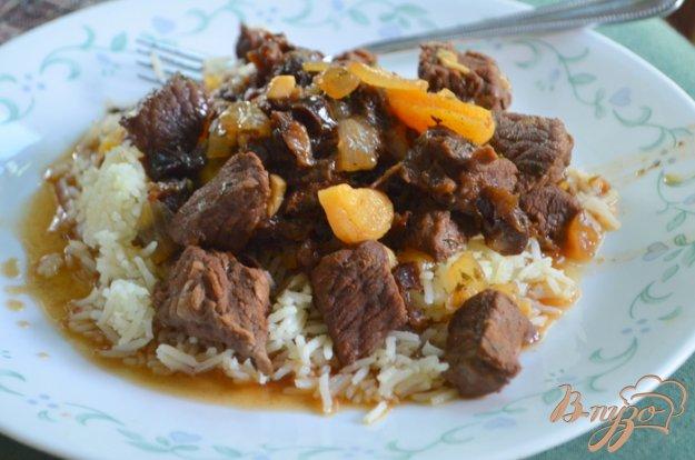 Рецепт Тушеная говядина с сухофруктами и миндалем