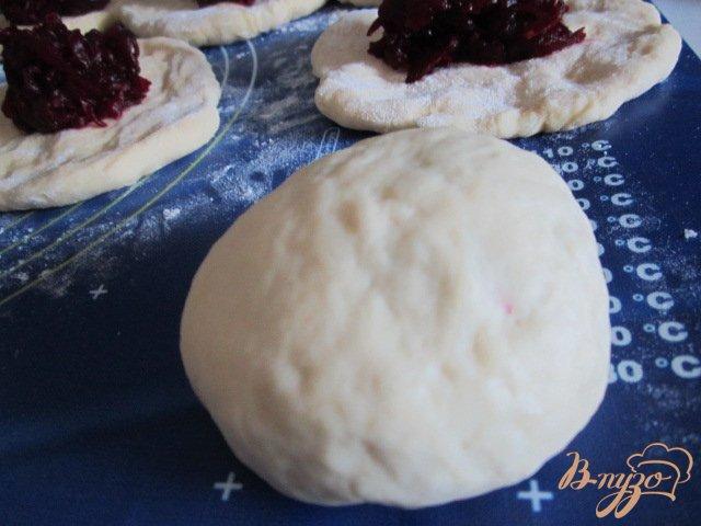 Фото приготовление рецепта: Сдобные пироги со свеклой шаг №6