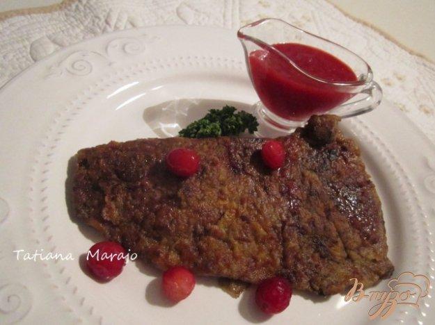 фото рецепта: Говяжья печень с клюквенным соусом