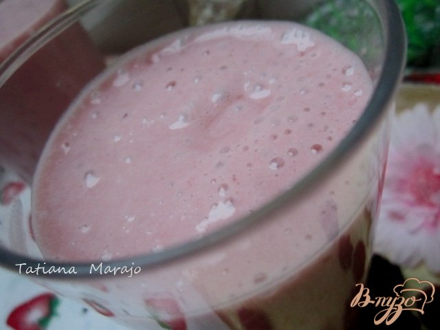 Фото приготовление рецепта: Фруктово-ягодный коктейль шаг №4