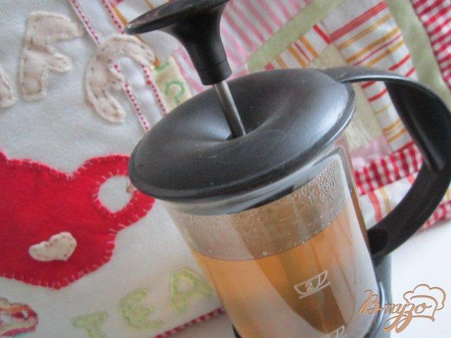 Фото приготовление рецепта: Имбирный чай с медом шаг №3