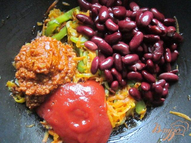 Фото приготовление рецепта: Котлетки с овощным соусом шаг №4