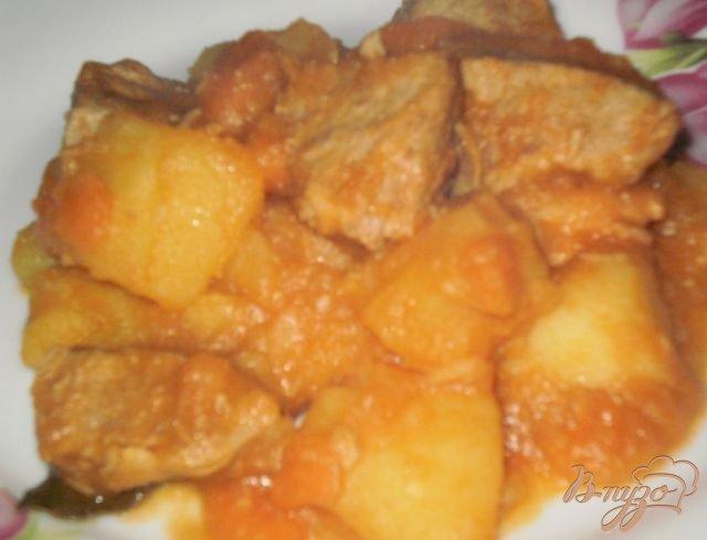 Фото приготовление рецепта: Жаркое из свинины с картофелем шаг №8