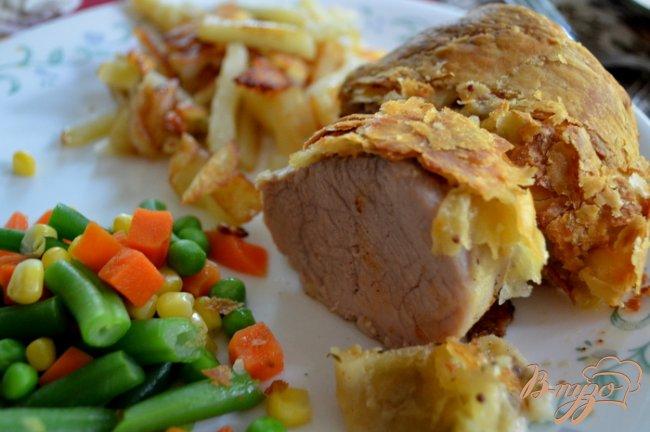 Фото приготовление рецепта: Свинина в слоеном тесте шаг №5