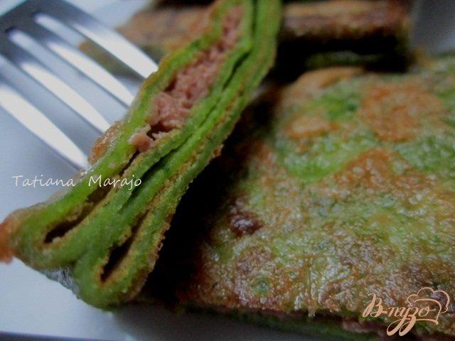 Фото приготовление рецепта: Шпинатные  блины с гусиным паштетом шаг №11