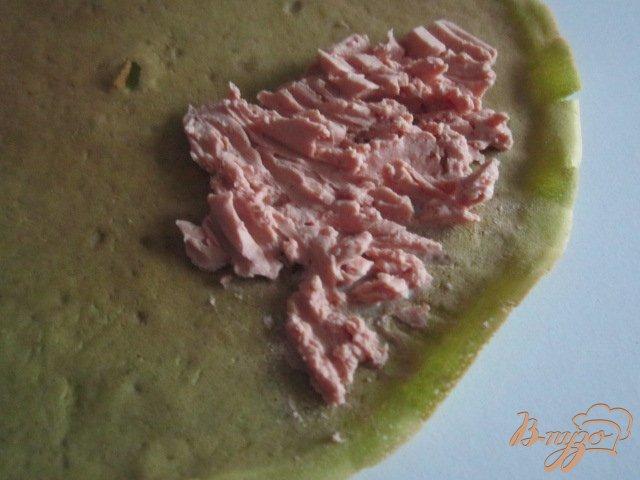 Фото приготовление рецепта: Шпинатные  блины с гусиным паштетом шаг №8