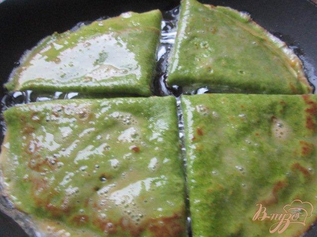 Фото приготовление рецепта: Шпинатные  блины с гусиным паштетом шаг №10