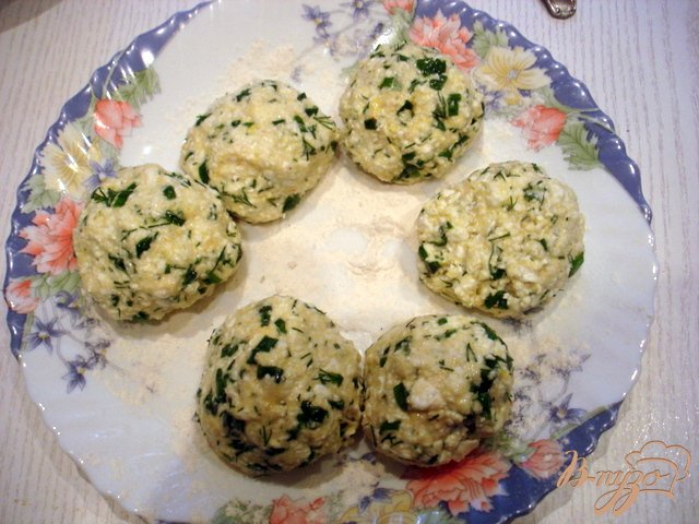 Фото приготовление рецепта: Сырники солёные шаг №5