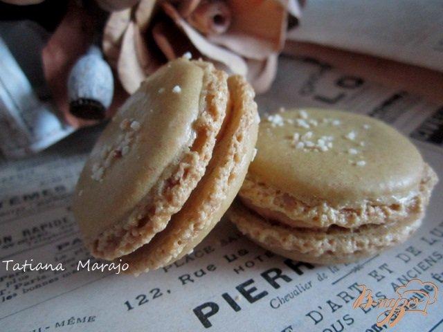 Фото приготовление рецепта: Карамельные макарон (Les macarons) шаг №10