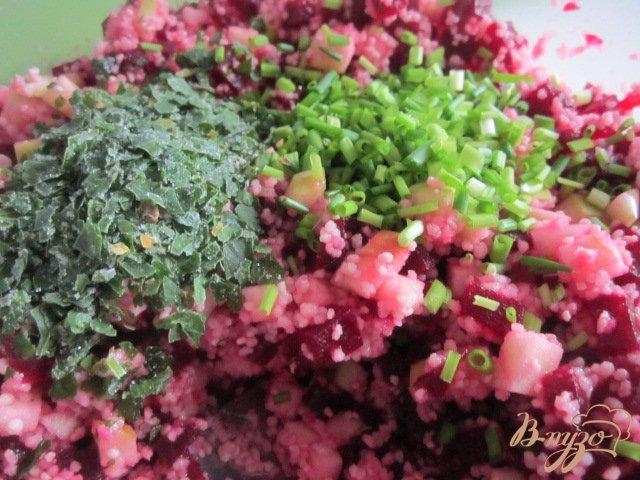 Фото приготовление рецепта: Салат из свеклы шаг №4