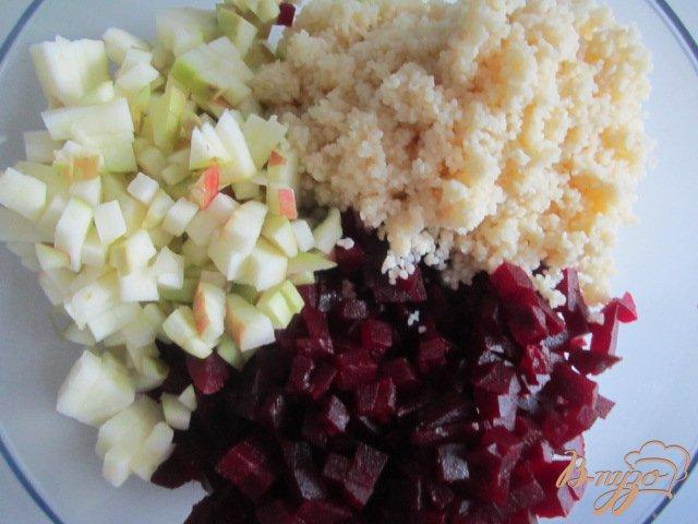 Фото приготовление рецепта: Салат из свеклы шаг №3