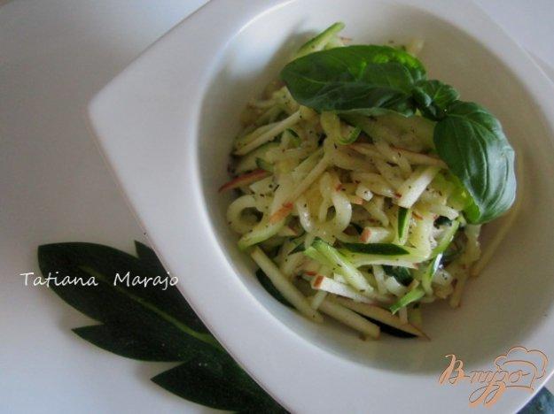 фото рецепта: Салат из цукини с яблоком