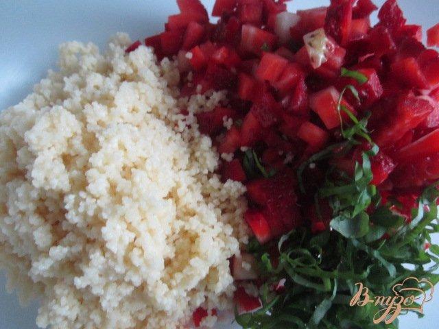 Фото приготовление рецепта: Десерт с клубникой и крупой шаг №3