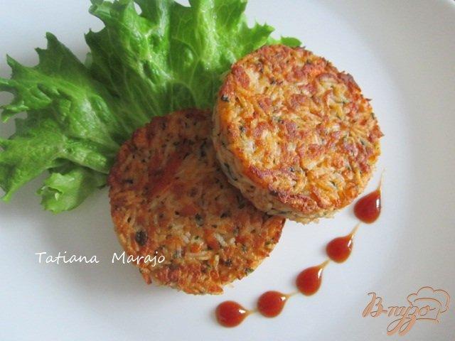 Фото приготовление рецепта: Рисовые котлетки с сурими шаг №7