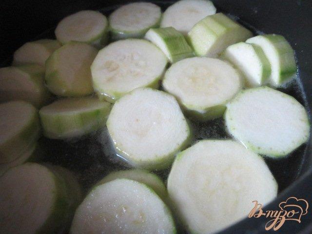 Фото приготовление рецепта: Кабачковый суп с рукколой шаг №1