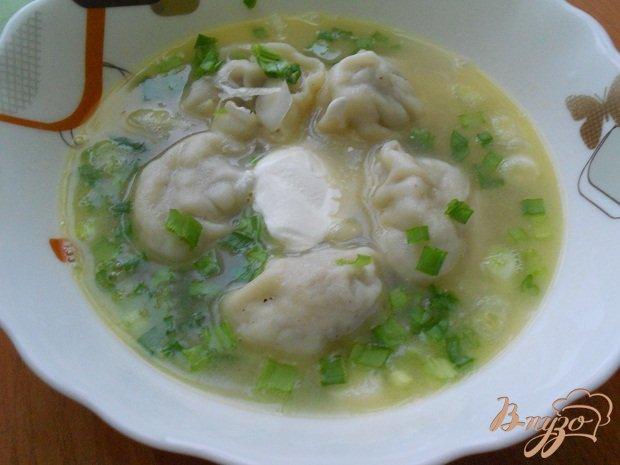 Фото приготовление рецепта: Пельменевый суп шаг №4