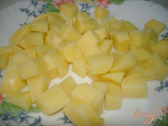 Фото приготовление рецепта: Суп с фрикадельками и сыром шаг №4
