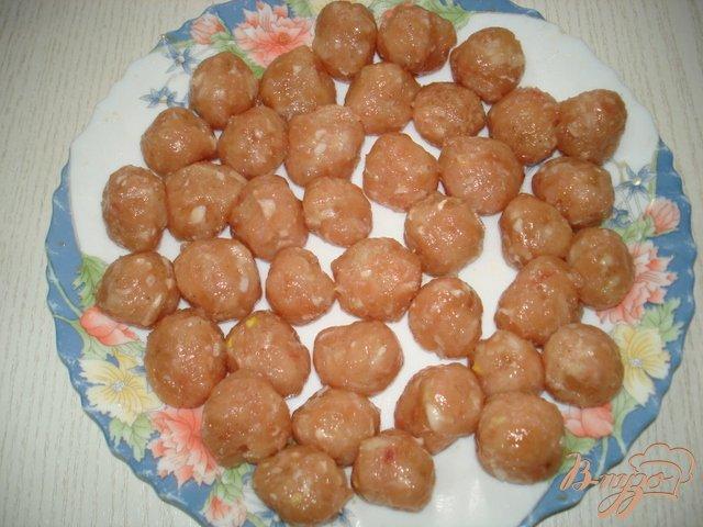 Фото приготовление рецепта: Суп с фрикадельками и сыром шаг №2