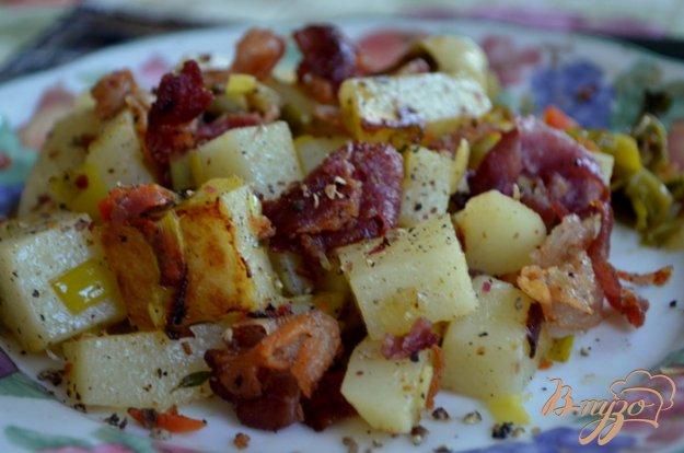 фото рецепта: Теплый салат с беконом и луком пореем