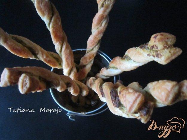 Рецепт Слоеные палочки с зеленым песто и оливками