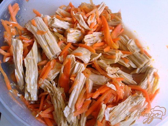 Фото приготовление рецепта: Салат со спаржей и пекинской капустой шаг №2
