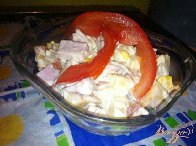 Рецепт Салат с копченым сыром и ананасом