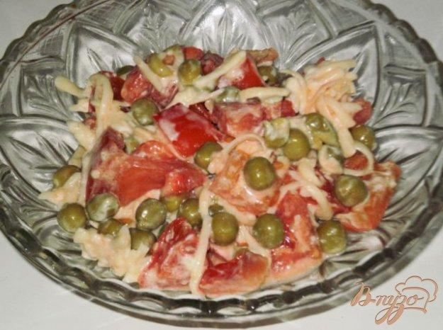 Рецепт Салат из овощей с зеленым горошком и сыром