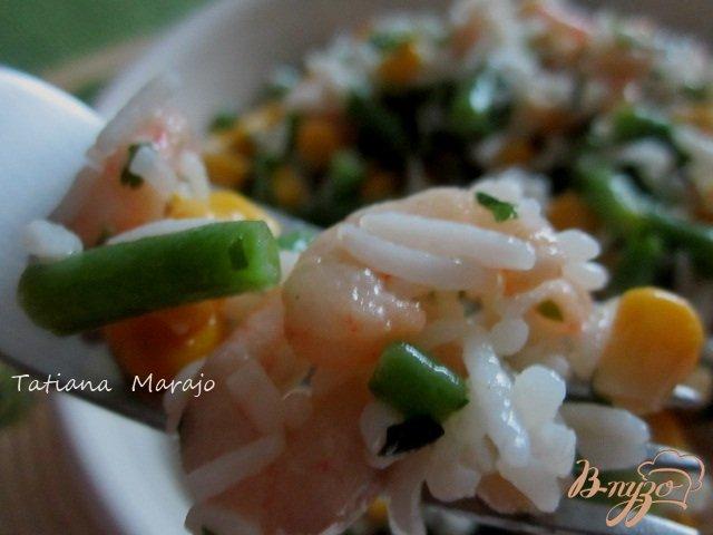 Фото приготовление рецепта: Рисовый салат с креветками шаг №5