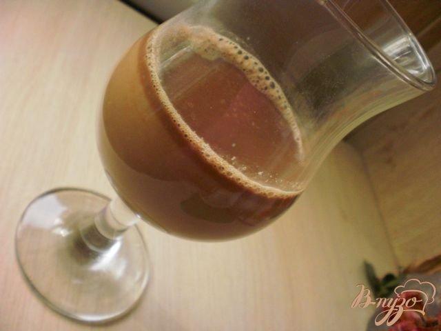 Фото приготовление рецепта: Шоколадно-клубничный чай шаг №3