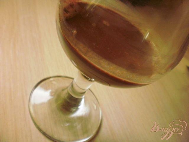 Фото приготовление рецепта: Шоколадно-клубничный чай шаг №2