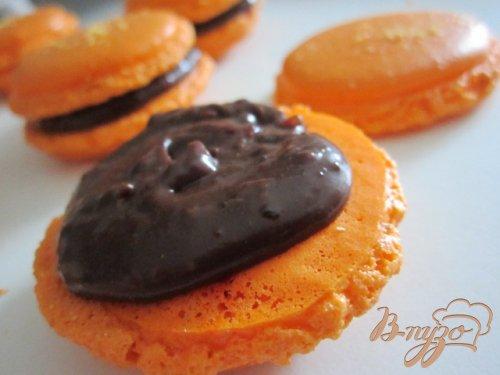 Апельсиновые макарон с шоколадным ганашем