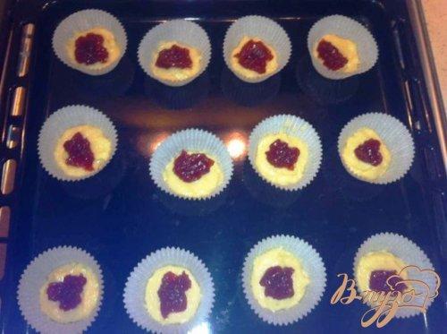 Кексы с клубничным джемом.