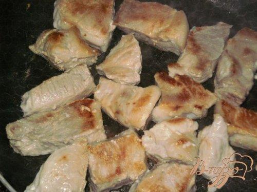 Свинина тушеная в сметанном соусе